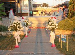 İzmir Yürüyüş Yolu Çiçek Süslemeleri