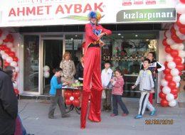 Ahmet Aybak Kızlarpınarı Açılış Organizasyonu Tahta Bacaklı Adam Gösterisi İzmir Organizasyon