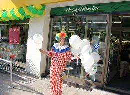 İzmir Açılış Organizasyonu Palyaço ile Baskılı Balon Dağıtımı