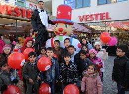 Tahta Bacak Gösterisi Şişme Maskot Kiralama ve Baskılı Balonların Dağıtımı İzmir