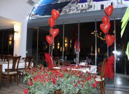 Restoranda Evlenme Teklifi Organizasyonu Uçan Balonlar