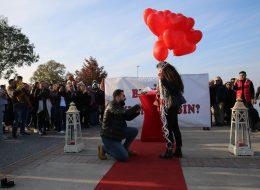Uçan Balonlar Eşliğinde Evlenme Teklifi Organizasyonu