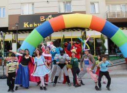Kostümlü Karakterler ve Palyaço Servisi ile Açılış Organizasyonu İzmir
