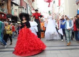 Kostümlü Karakterler Kiralama Tahta Bacak Gösterisi İzmir